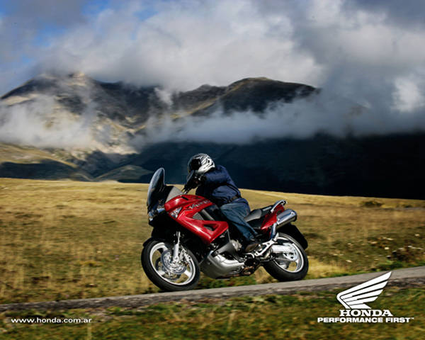 11-1%20Wallpapers%20de%20motos%20Honda%20Varadero.jpg